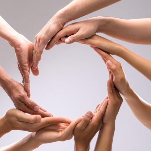 Тясното сътрудничество на нашите лекарски екипи позволява да Ви предложим часове в по-удобно за Вас време.