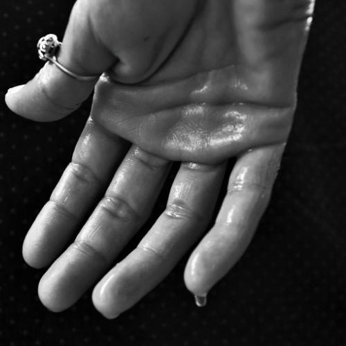 потене длани